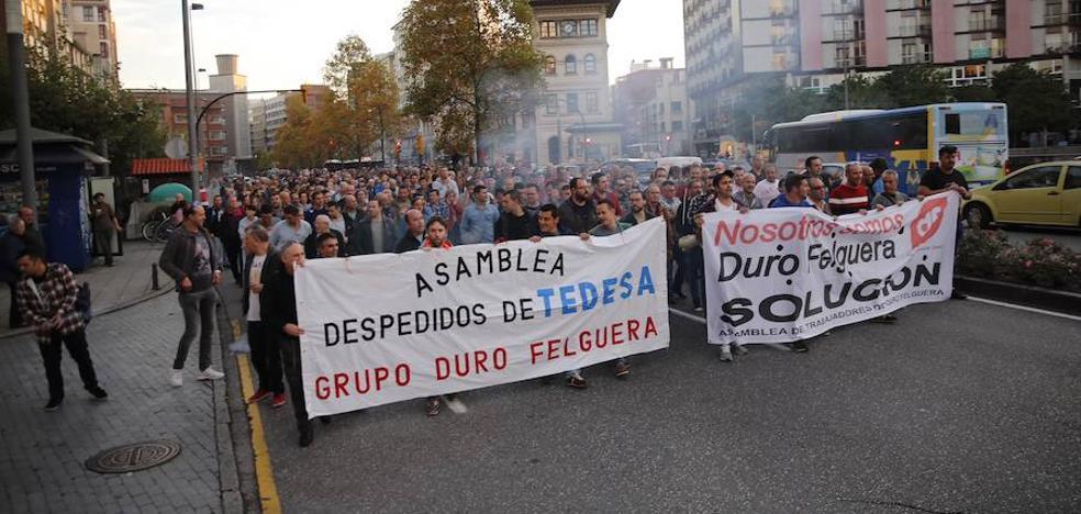Cientos de personas claman en Gijón por el futuro de Duro Felguera