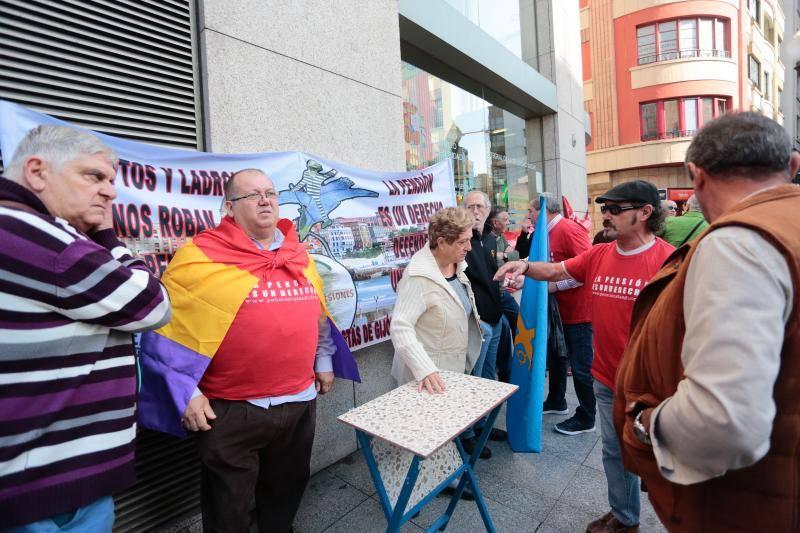 Concentraciones en Gijón y Oviedo de la Asociación de Pensionistas de Asturias