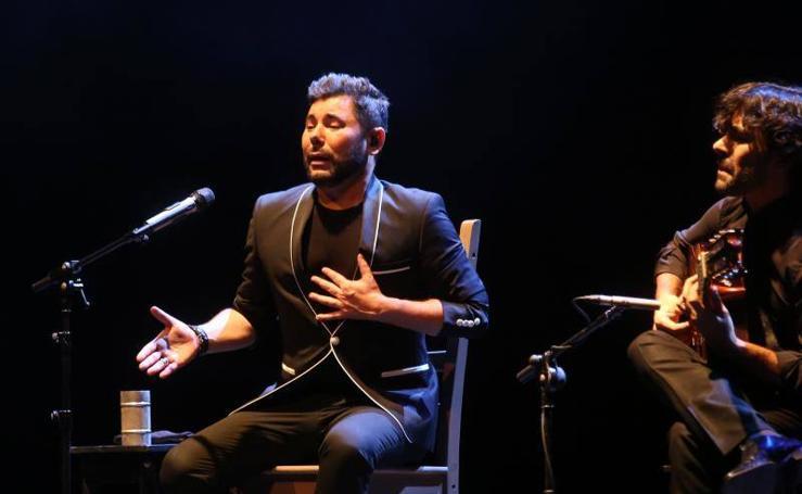 Miguel Poveda desgarra en la Laboral con los clásicos del flamenco