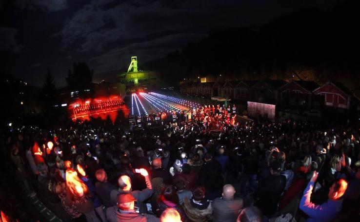 Multitudinario homenaje en el pozo Sotón a los mineros fallecidos