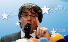 Puigdemont llama a ir a la manifestación y avisa de que «rejas ni exilios» les disuadirán