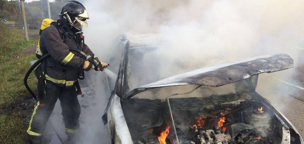 Arde un coche en Villaviciosa
