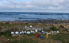 Destrozan la obra anónima instalada en verano en Playa España