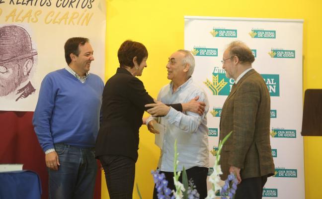 Francisco Javier Fernández recoge el 'Alas Clarín' de relatos cortos en Quintes