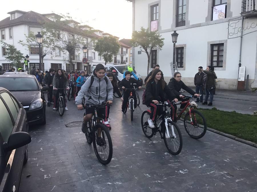 El colegio San Luis de Pravia celebra el día de 'Ven al cole en bicicleta'