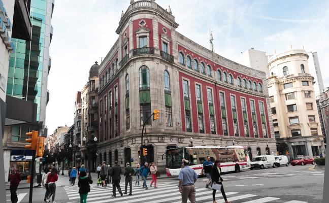 El inversor que compró el Urquijo ultima la adquisición del edificio de Telefónica