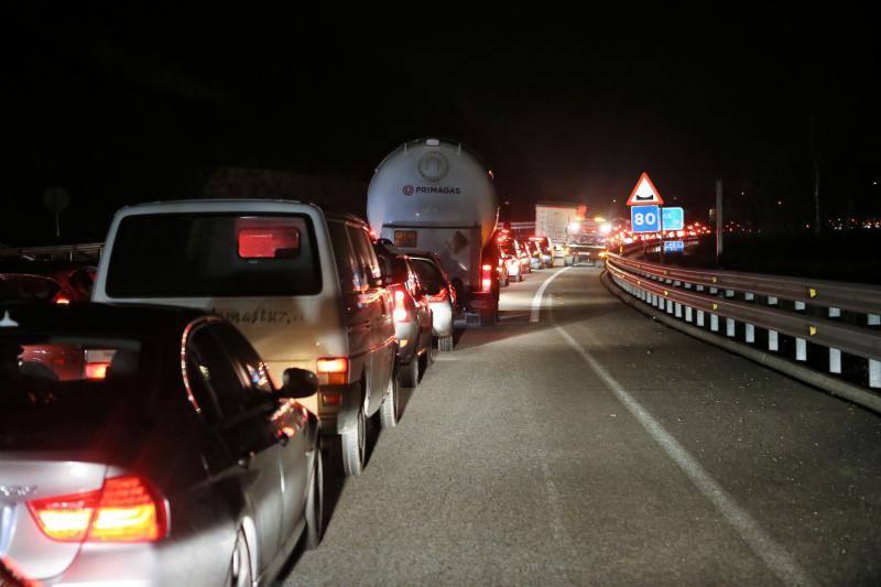 Importantes retenciones por un accidente en la autovía minera