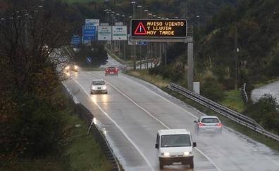 La borrasca 'Ana' complica el tráfico en Asturias, en alerta roja por fuertes vientos