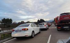 Un accidente en la Y provoca seis kilómetros de retenciones en dirección a Oviedo