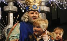 La oposición rechaza que se contrate a actores para ayudar a los Reyes Magos