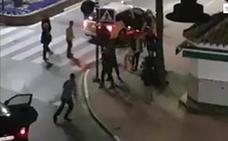 «Te voy a reventar la cabeza»: un choque leve en Nochebuena entre un taxi y un turismo termina en pelea en Estepona