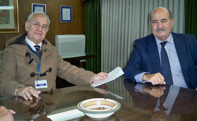 Asturiana de Zinc entrega 25.000 euros a Cáritas, la mitad de protocolo