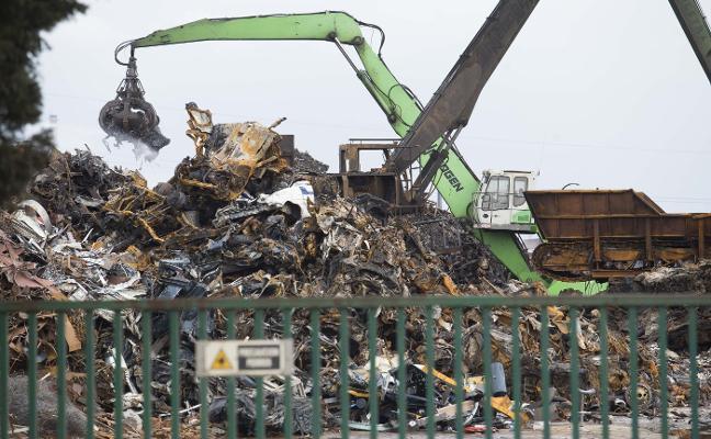 Las estaciones constatan que el incendio del desguace disparó la contaminación