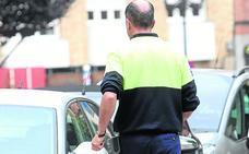 Oviedo inicia la tramitación de la zona azul que permitirá multar a los controladores