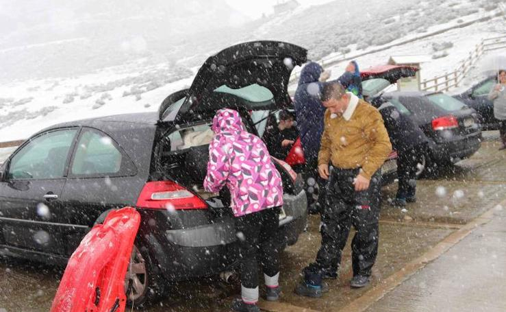 La nieve vuelve a cubrir Asturias