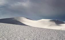 Las fotos de la inusual nevada en el desierto del Sahara