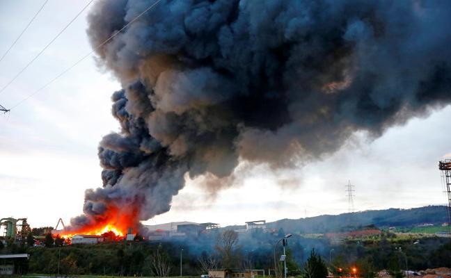 La investigación sobre el incendio en el desguace apunta a una causa accidental