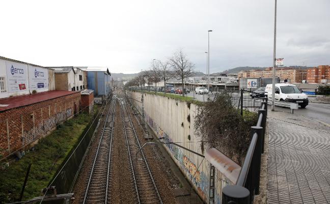 El nuevo plan general reserva suelo para desviar las vías y desdoblar Juan Carlos I
