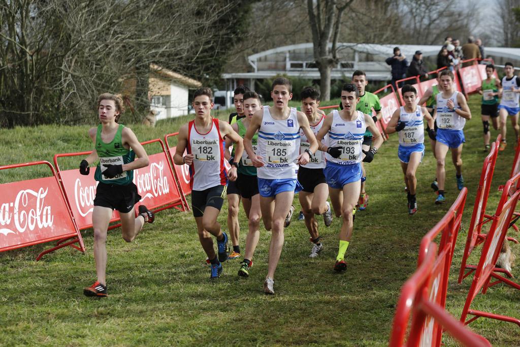 Más de 300 corredores en el cross de Perlora