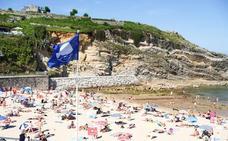 Llanes renuncia a las banderas azules