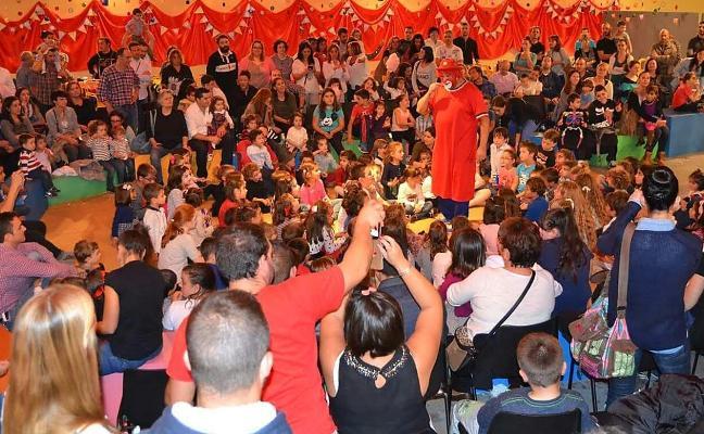 Tatolandia divierte a 1.400 niños en su regreso al recinto ferial Luis Adaro