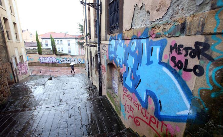 Rincones de El Antiguo, en Oviedo, en decadencia