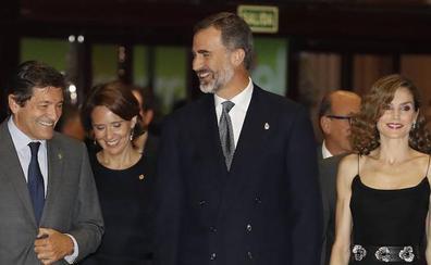 «Los premiados me suelen escribir diciendo la suerte que tenemos con don Felipe»