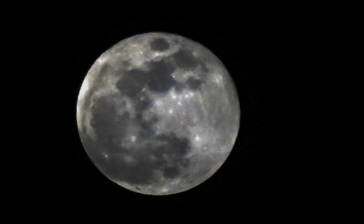 Una superluna brilla en los cinco continentes