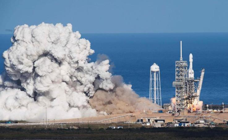 El lanzamiento del Falcon Heavy, en imágenes