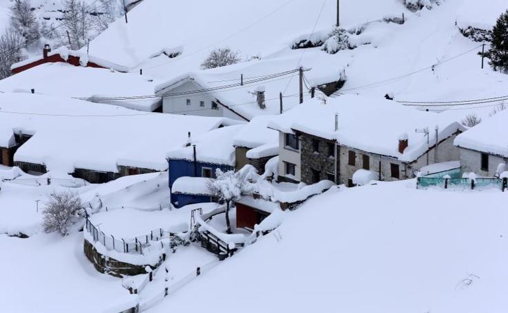 Las impresionantes imágenes de la nieve en Pajares en Asturias y León