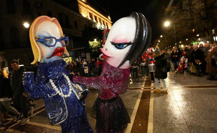 El pregón más reivindicativo abre el Antroxu de Gijón
