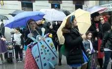 El pasacalles infantil del Antroxu de Gijón, cancelado por la lluvia