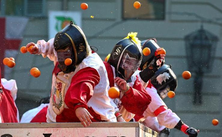 Batalla de naranajas en el carnaval de Ivrea
