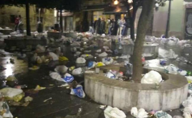 La basura toma Cimavilla tras el antroxu