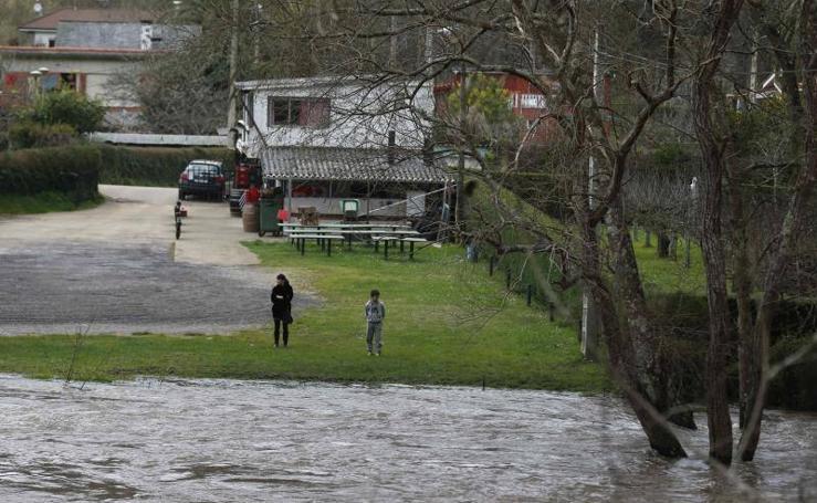 Pravia en alerta por el desbordamiento del Narcea