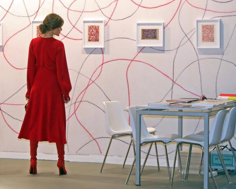 Doña Letizia, espectacular de rojo para inaugurar ARCO