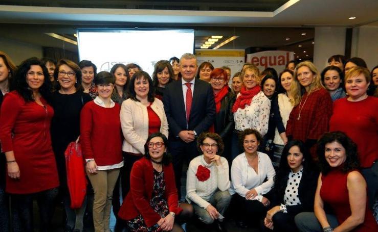 ASEM se viste de rojo en el Barceló de Oviedo