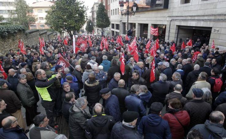 Pensionistas protestan por la subida del 0,25% en Asturias