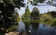 El parque de Isabel la Católica de Gijón estrena la regulación que prohíbe conciertos y mercadillos