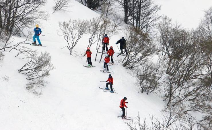 El esquí, interrumpido por el viento en Asturias