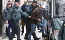Los agentes invitaron a Javier Ledo en la barra para sacarle información