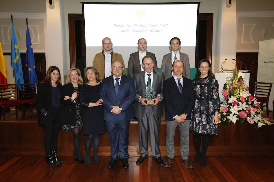 La familia Estébanez, de la empresa Excade, recibe el premio de Aefas