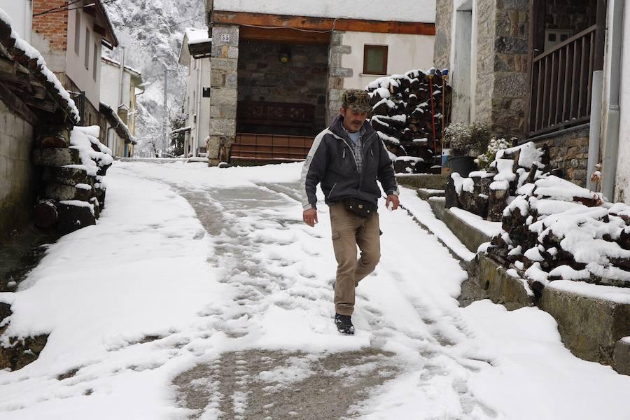 Asturias se cubre de blanco a las puertas de la primavera