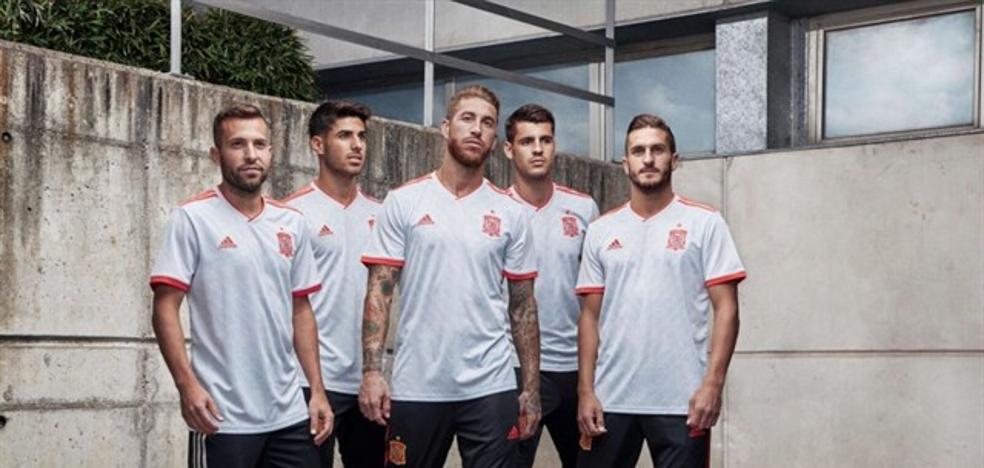 39226f58dd81d España presenta su segunda equipación para el Mundial