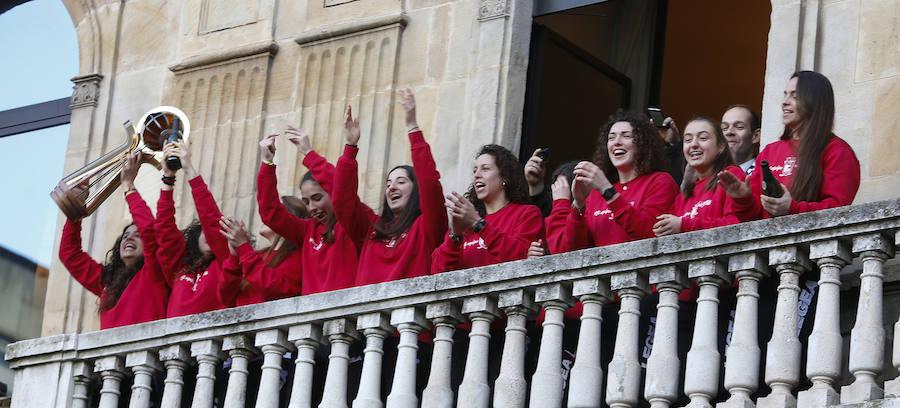 Las campeonas del Hostelcur, recibidas en el Ayuntamiento de Gijón