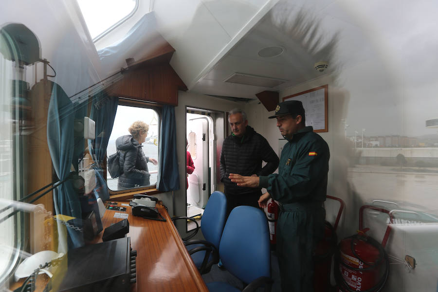 El buque 'Río Segura' se abre al público en el puerto de Avilés