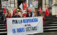 Protesta ante la Junta por la reducción de horas lectivas