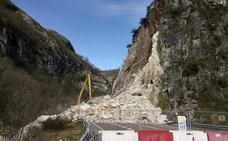 Los geólogos dicen que el argayo de Caso precisa de una actuación profunda