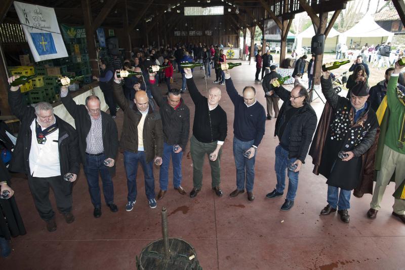 La 'primer sidre l'añu' se saborea en el Museo del Pueblo de Asturias