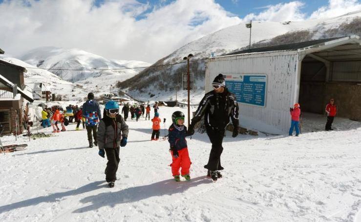 Animada jornada de esquí en Pajares